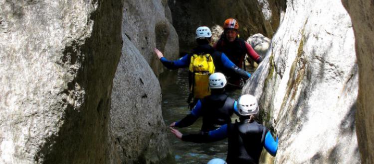 Deportes de aventura: canoa, barranquismo, escalada, parapente, ...