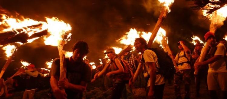 Cultura popular: festivales de música tradicional, bailes típicos, ferias de ganado, descenso de fallas.